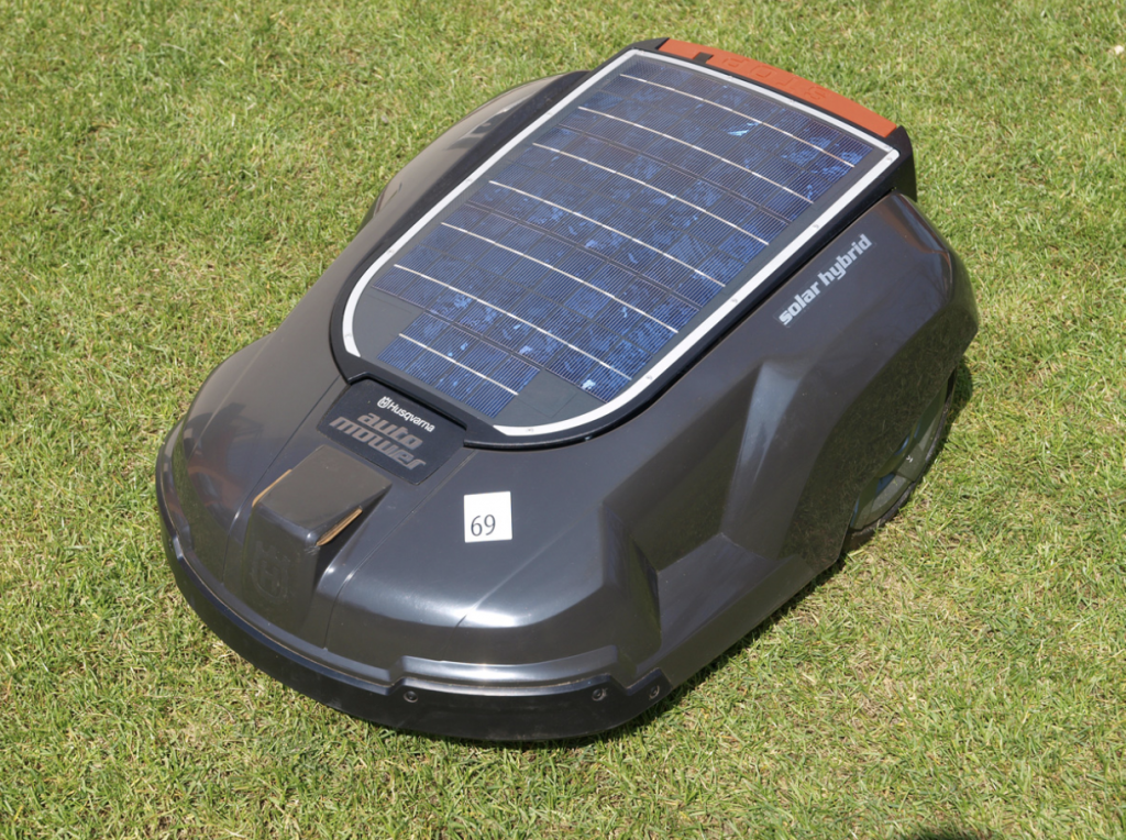 https://commons.wikimedia.org/wiki/File:Creative_Edge_Solar-_5_Solar_Charger.JPG